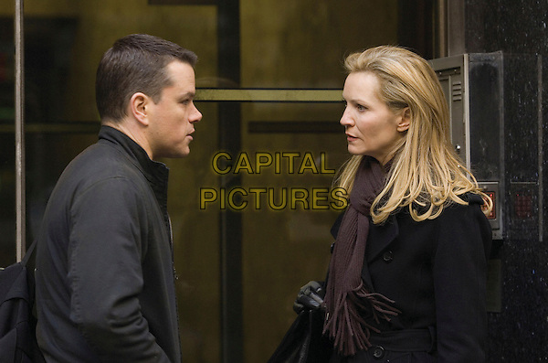 MATT DAMON & JOAN ALLEN.in The Bourne Ultimatum .**Editorial Use Only**.CAP/FB.Supplied by Capital Pictures