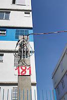 SÃO PAULO, SP, 09. 04. 2015 - AGENDA PREFEITO HADDAD - O Prefeito Fernando Haddad  em visita ao Condomínio B do Residencial Sapé A no Jardim Esmeralda - Rio Pequeno, região oeste da cidade de São Paulo no fim da manhã dessa quinta-feira, 09. ( Foto: Kevin David / Brazil Photo Press )