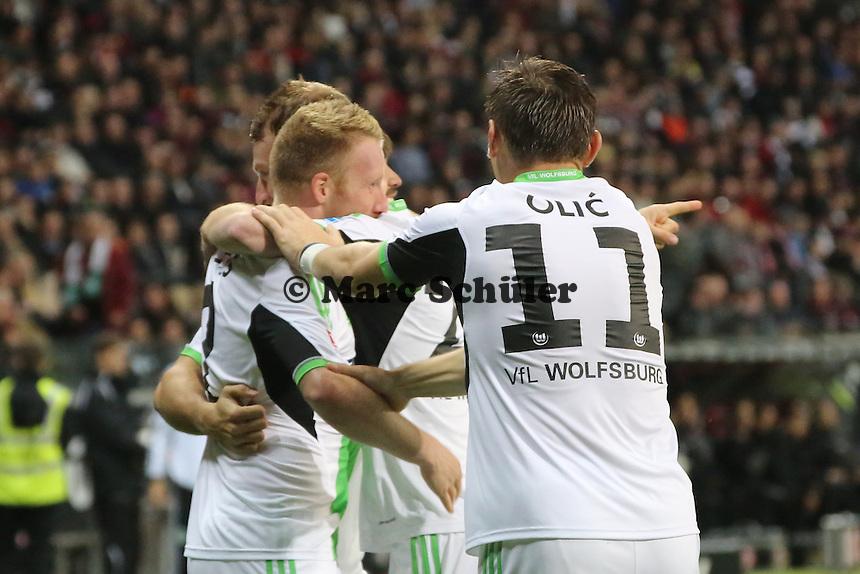 Patrick Ochs, Diego, Maximilian Arnold, Ivica Olic (Wolfsburg) jubeln über das 0:1 - Eintracht Frankfurt vs. VfL Wolfsburg, Commerzbank Arena