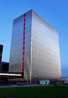 Nederland - Amsterdam - November2019. Science Park. Datacenter Equinix AM4. Door de toenemende vraag van bedrijven om hun ict te verplaatsen naar de cloud, heeft Equinix de beschikbare ruimte uitgebreid. Het datacenter ligt op een van de meest netwerkdichte locaties van Europa. Foto Berlinda van Dam / Hollandse Hoogte