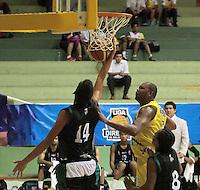 BUCARAMANGA -COLOMBIA, 16-08-2013. Aspecto del encuentro entre Búcaros Freskaleche y Águilas de Tunja válido por la fecha 1 de la Liga DirecTV de Baloncesto 2013-II Colombia de Colombia realizado en el Coliseo Vicente Díaz Romero de Bucaramanga./ Aspect of the match between Bucaros Freskaleche and Aguilas de Tunja valid for the 1th date DirecTV Basketball League 2013-II in Colombia at Vicente Diaz Romero coliseum in Bucaramanga. Photo:VizzorImage / Jaime Moreno / STR