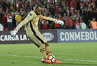 BOGOTÁ - COLOMBIA, 18-09-2018: Robinson Zapata, arquero de Santa Fe, en acción durante partido de ida entre Independiente Santa Fe y Millonarios por los octavos de final de la Copa CONMEBOL Sudamericana 2018 jugado en el estadio Nemesio Camacho El Campín de la ciudad de Bogotá. / Robinson Zapata, goalkeeper of Santa Fe, in action during first leg match between Independiente Santa Fe and Millonarios for the eight finals of CONMEBOL Sudamericana 2018 cup played at Nemesio Camacho El Campin stadium in Bogotá city.  Photo: VizzorImage / Gabriel Aponte / Staff