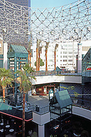 Los Angeles: shopping mall in Bunker Hill area. Photo '86.