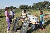 Nederland  Amsterdam  2016. Zondag 25 september was het weer zover ; Tuinen van West Fest.  Het nazomerfestival van de Tuinen van West van Amsterdam. Waar stad en land samen komen, werd de oogst van het jaar gevierd met lokale producten, drankjes en hapjes. De Fruittuin van West. Ethiopische koffie.  Foto Berlinda van Dam / Hollandse Hoogte