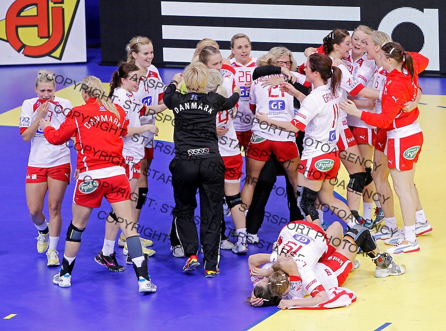 NIS, SERBIA 6/12/2012/ Danish handball players celebrate victory against France in Women`s European Handball Championship EHF EURO 2012 match  in city of Nis in southern Serbia on  December 6, 2012 Credit: PEDJA MILOSAVLJEVIC/SIPA/