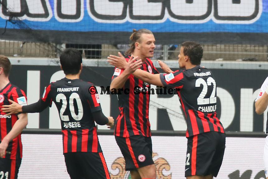 Torjubel um Alex Meier (Eintracht) beim 1:0 - Eintracht Frankfurt vs. SC Paderborn 07, Commerzbank Arena