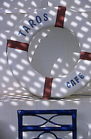 """Afrique/Maghreb/Maroc/Essaouira : """"Taros"""" Café-Restaurant 2 rue de la Skala, détail de la décoration de la terrasse"""