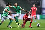 Zweikampf, Duell  Kerem Demirbay (Leverkusen) gegen Johannes Eggestein (Bremen).<br /><br />Sport: Fussball: 1. Bundesliga: Saison 19/20: 26. Spieltag: SV Werder Bremen - Bayer 04 Leverkusen, 18.05.2020<br /><br />Foto: Marvin Ibo GŸngšr/GES /Pool / via gumzmedia / nordphoto