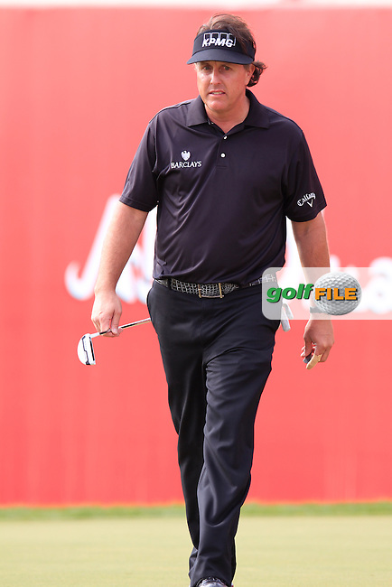 Phil Mickelson (USA) lines up his putt on the 18th green during Sunday's Round 3 of the Abu Dhabi HSBC Golf Championship 2014 at the Abu Dhabi Gold Club, Abu Dhabi, United Arab Emirates.19th January 2014.<br /> Picture: Eoin Clarke www.golffile.ie