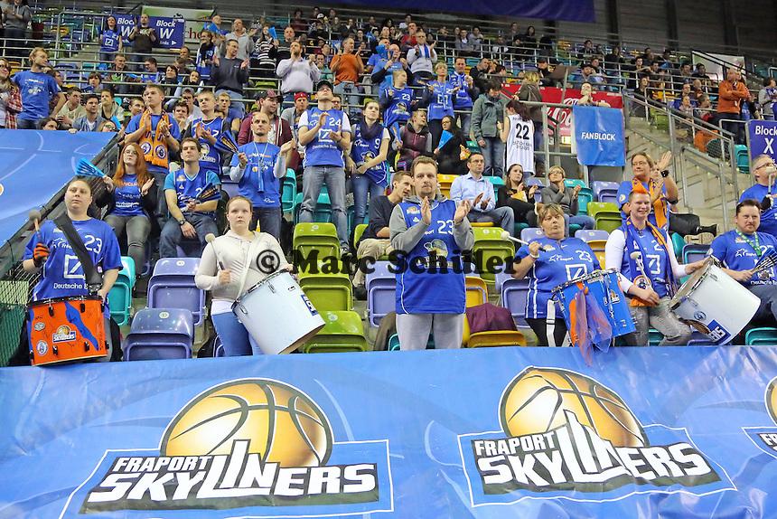 Fanclub Skybembels feuert an - Fraport Skyliners vs. New Yorker Phantoms Braunschweig, Fraport Arena Frankfurt