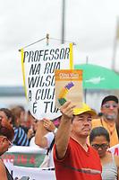 MANAUS, AM, 22.04.2019: PROFESSORES-MANAUS. Há uma semana paralisados, os professores da rede estadual realizaram manifestações nesta segunda-feira (22). O Sindicato dos Professores e Pedagogos de Manaus (Asprom Sindical), se concentraram na frente da sede do governo, na avenida brasil, bairro compensa, e o Sindicato dos Trabalhos em Educação do Estado do Amazonas (Sinteam), se concentraram na Ponte Rio Negro, no mesmo bairro, zona oeste da cidade. Os professores depois foram andando da Ponte Rio Negro até a sede do governo para encontra com os professores que permaceciam no local. <br /> Foto: Sandro Pereira/Codigo19