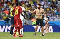 FUSSBALL WM 2014  VORRUNDE    GRUPPE G     Deutschland - Ghana                 21.06.2014 Ein Flitzer rennt ueber den Platz und zeigt krude Beschriftungen auf seinem Oberkoerper