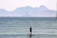 RIO DE  JANEIRO,07 DE FEVEREIRO DE 2012- clima  tempo,movimetação na  praia de  Copacabana-RJ.<br /> Foto: Guto Maia/ News Free