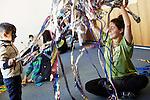 9.11.2015, Berlin. Flüchtlingsunterkunft im ehem. Rathaus Wilmersdorf, Brienner Strae 16. Mitzvah Day 2015 von ZRdJiD und Synagogengemeinde Fraenkelufer, Verein Freunde des Fraenkelufers gemeinsam mit dem Neuköllner Jugendhaus Morus 14 und dem jüdischen Familienzentrum Bambinim.