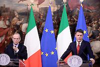 Roma, 28 Novembre 2016<br /> Pier Carlo Padoan e Matteo Renzi.<br /> Conferenza stampa a Palazzo Chigi sulla legge di Bilancio 2017