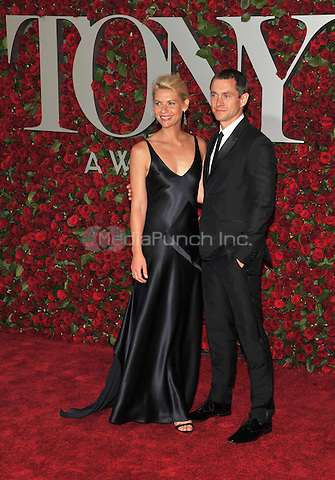 NEW YORK, NY - JUNE 12: Claire Danes, Hugh Dancy at the 70th Annual Tony Awards at The Beacon Theatre on June 12, 2016 in New York City. Credit: John Palmer/MediaPunch