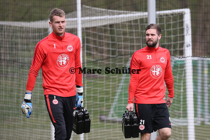 Lukas Hradecki und Marc Stendera - Eintracht Frankfurt Training, Commerzbank Arena