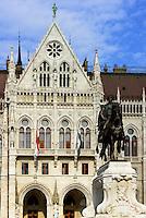 Standbild von Graf Andrássy Gyula vor Parlament, Országház, am Kossuth Lajos tér in Budapest, Ungarn, UNESCO-Weltkulturerbe