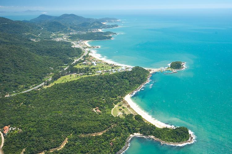 Vista aérea da praia Grossa e da praia do Plaza em Itapema, Santa Catarina, Brasil.