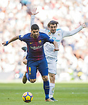 Luis Alberto Suarez Diaz (L) of FC Barcelona fights for the ball with Mateo Kovacic of Real Madrid during the La Liga 2017-18 match between Real Madrid and FC Barcelona at Santiago Bernabeu Stadium on December 23 2017 in Madrid, Spain. Photo by Diego Gonzalez / Power Sport Images