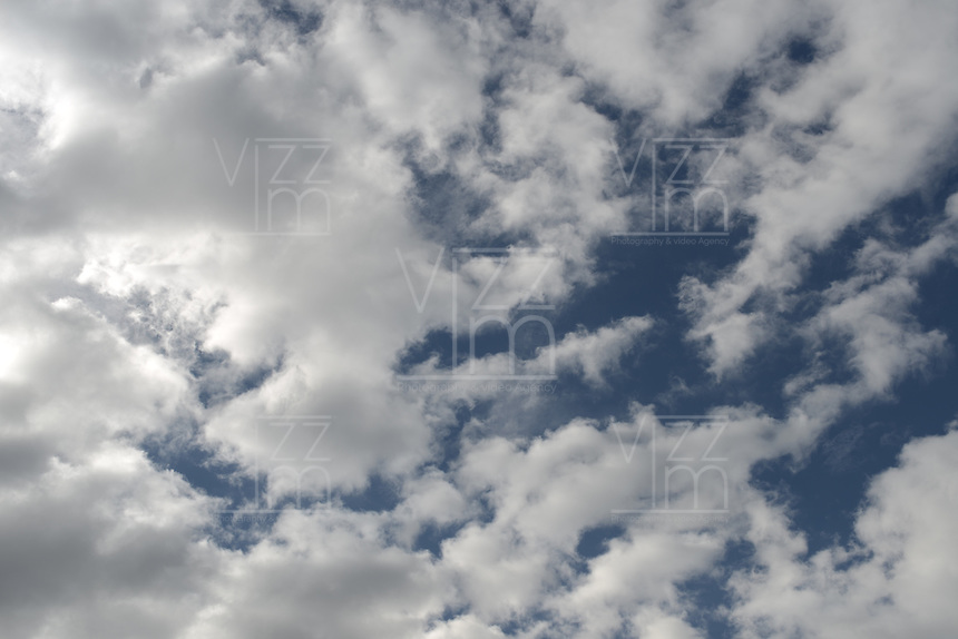 BOGOTÁ- Nubes con cielo azul./ Clouds with blue sky. Photo: VizzorImage/STR