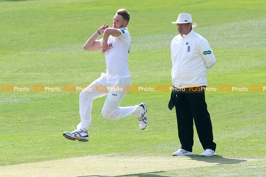 Jamie Porter in bowling action for Essex during Essex CCC vs Lancashire CCC, Specsavers County Championship Division 1 Cricket at The Cloudfm County Ground on 7th April 2017