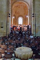 Henri Demarquette et l'ensemble vocal Sequenza 9.3 dirigé par Catherine Simonpietri interprète une Suvre de Thierry Escaich, présent sur les lieux