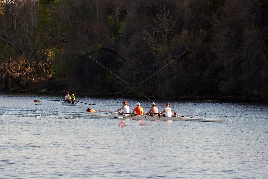 Rowing team trains Lake Austin