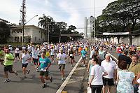 FOTO EMBARGADA PARA VEICULOS INTERNACIONAIS. SAO PAULO, SP, 31 DEZEMBRO 2012 - 88 CORRIDA INTERNACIONAL DE SAO SILVESTRE - Atletas na disputa da 88ª Corrida Internacional de São Silvestre, na região central de São Paulo, na manhã desta segunda-feira (31). FOTO: LUIZ GUARNIERI / BRAZIL PHOTO PRESS).