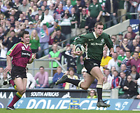 10/04/2002 - Powergen National Cup Final - Twickenham.London Irish vs Northampton..Geoff Appleford in full flight,on his way to a second half try, after collecting the interception pass...