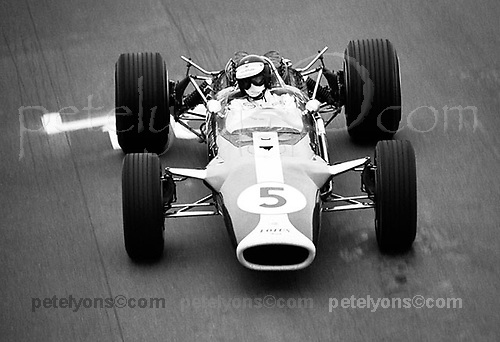 JIMMY FLYING UNDER THE FLYING BRIDGE, USGP 1967<br />