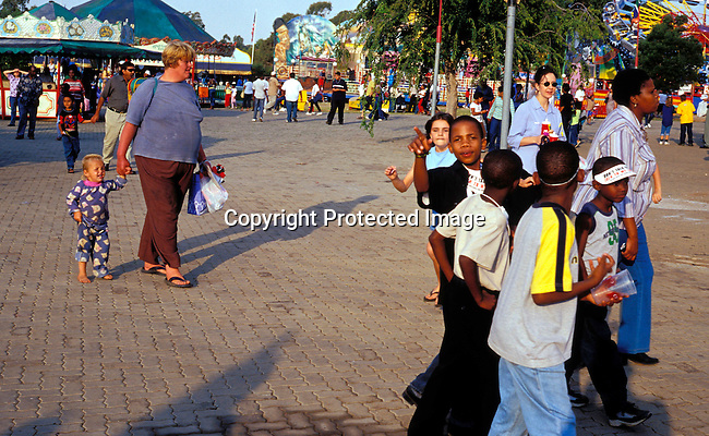 digajhb00187 .Gauteng. Black middle-class familys enjoying themselves at the yearly Rand show on April 30, 2003 in Johannesburg, South Africa. More and more black familys make more money and have enough to spend on entertainment, holidays etc. .©Per-Anders Pettersson/iAfrika Photos