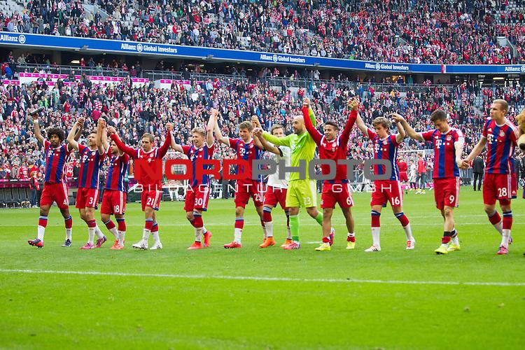 11.04.2015, Allianz Arena, Muenchen, GER, 1.FBL,  FC Bayern Muenchen vs. Eintracht Frankfurt, im Bild Die Bayern feiern den Sieg mit den Fans<br /> <br />  Foto &copy; nordphoto / Straubmeier