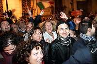 Roma 12/11/2011 Quirinale. Festeggiamenti per le dimissioni di Berlusconi...Photo Zucchi Insidefoto ..WHILE THE PREMIER SILVIO BERLUSCONI ARRIVED TO THE QUIRINALE TO RESIGN AS PRIME MINISTER, A HUGE, SPONTANEOUS CROWD, GATHERED IN THE QUIRINALE SQUARE TO CELEBRATE.