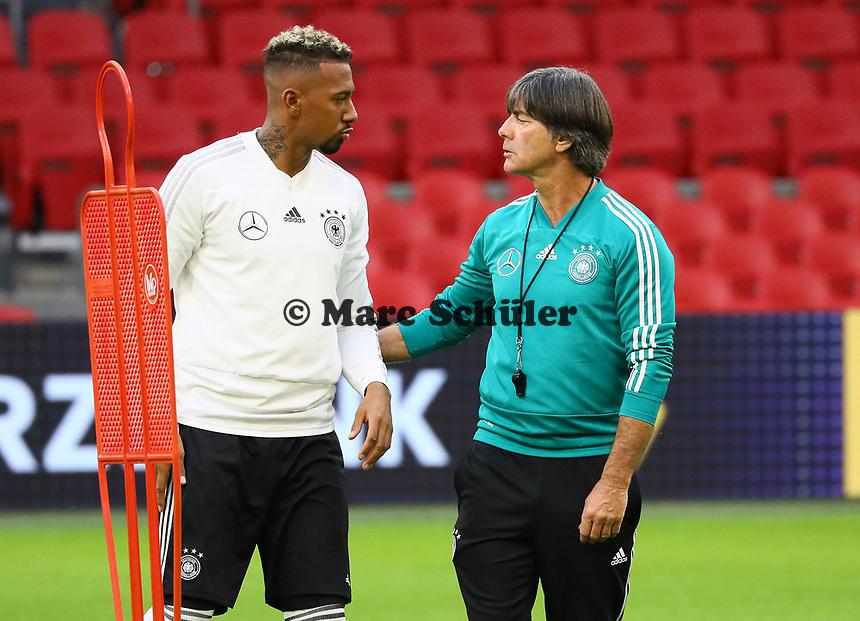 Bundestrainer Joachim Loew (Deutschland Germany) mit Jerome Boateng (Deutschland Germany) - 12.10.2018: Abschlusstraining der Deutschen Nationalmannschaft vor dem UEFA Nations League Spiel gegen die Niederlande