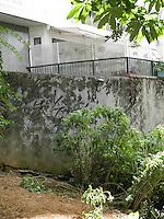 SÃO PAULO, SP, 28 DE MARÇO 2013. CLO OROZCO - Clo Orozco, estilista, de 60 anos, foi encontrada morta em Higienópolis, na capital paulista, na manhã desta quinta-feira (28). Conforme informações ela teria pulado do 5º andar do prédio na Rua Rio de Janeiro, 160, caindo na praça ao lado.  FOTO: MAURICIO CAMARGO / BRAZIL PHOTO PRESS.