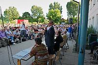 """Auf einer Buergerversammlung mit ca. 500 Teilnehmern im Berliner Plattenbaubezirk Hellersdorf entlud sich am Dienstag den 9. Juli 2013 der blanker Rassismus gegen eine geplante Unterkunft fuer syrische Buergerkriegsfluechlinge. Etwa 2/3 Anwesende aeusserten, es solle """"zuerst was fuer Deutsche getan werden"""", """"das Heim anzuenden"""", """"Wer sein Heimatland verlaesst ist ein Verraeter"""", """"Wer denkt an unsere Kinder"""" und aehnliche Parolen gegen das Fluechtlingsheim. Veranstaltungsteilnehmer, die Verstaendnis fuer die Buergerkriegsfluechtlinge aeusserten, wurden niedergebruellt.<br />Im Bild: Vertreter der Stadt, des Bezirks und der Polizei versuchen die Beweggruende fuer die umwandlung des Schulgebaeudes zu erklaeren. Am Microphon: Franz Alert, Praesident des Landesamtes fuer Gesundheit und Soziales.<br />9.7.2013, Berlin<br />Copyright: Christian-Ditsch.de<br />[Inhaltsveraendernde Manipulation des Fotos nur nach ausdruecklicher Genehmigung des Fotografen. Vereinbarungen ueber Abtretung von Persoenlichkeitsrechten/Model Release der abgebildeten Person/Personen liegen nicht vor. NO MODEL RELEASE! Don't publish without copyright Christian-Ditsch.de, Veroeffentlichung nur mit Fotografennennung, sowie gegen Honorar, MwSt. und Beleg. Konto:, I N G - D i B a, IBAN DE58500105175400192269, BIC INGDDEFFXXX, Kontakt: post@christian-ditsch.de<br />Urhebervermerk wird gemaess Paragraph 13 UHG verlangt.]"""