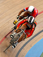 CALI – COLOMBIA – 28-02-2014: Lizandra Guerra (Izq.) de Cuba y Tania Calvo (Der.) de España en la prueba Mujeres Sprint 1/16 Final en el Velodromo Alcides Nieto Patiño, sede del Campeonato Mundial UCI de Ciclismo Pista 2014. / Lizandra Guerra (R.) of Cuba and Tania Calvo (L) of Spain, during the test of Women´s Sprint 1/16 Final in Alcides Nieto Patiño Velodrome, home of the 2014 UCI Track Cycling World Championships. Photos: VizzorImage / Luis Ramirez / Staff.