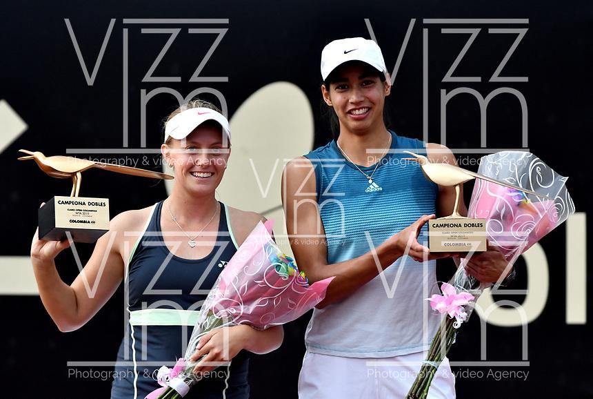 BOGOTÁ-COLOMBIA, 13-04-2019: Astra Sharma (AUS) y Zoe Hives (AUS), con el trofeo de campeonas de dobles del Claro Colsanitas WTA, que se realiza en el Carmel Club en la ciudad de Bogotá. / Astra Sharma (AUS), Zoe Hives (AUS), with the trophy as champions of doubles of Claro Colsanitas WTA, which takes place at Carmel Club in Bogota city. / Photo: VizzorImage / Luis Ramírez / Staff.
