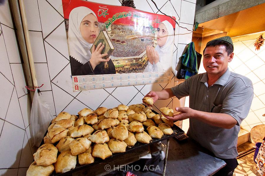 Uzbekistan, Bukhara.<br /> Somsa (dumplings baked in a tandyr oven).