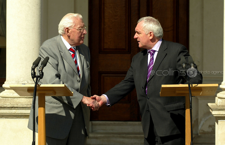 04/04/07.Taoiseach Bertie Ahern and Ian Paisley talk to the media at Farmleigh in Dublin's Phoenix Park..Picture Garrett White / Collins .