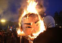 BOGOTÁ - COLOMBIA, 4-12-2019:Paro Nacional.Manifestantes queman un maniqui del presidente Iván Duque en la Plaza de Bolívar/<br /> National strike: Protesters burn a mannequin of President Iván Duque. Photo: VizzorImage / Felipe Caicedo / Satff