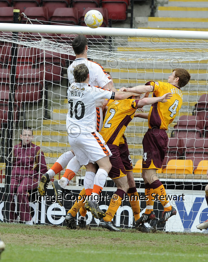 26/04/2008   Collect Pic: James Stewart.File Name : sct_jspa10_motherwell_v_dundee_utd.LEE WILKIE SCORES UNITED EQUALISING SECOND GOAL.James Stewart Photo Agency 19 Carronlea Drive, Falkirk. FK2 8DN      Vat Reg No. 607 6932 25.Studio      : +44 (0)1324 611191 .Mobile      : +44 (0)7721 416997.E-mail  :  jim@jspa.co.uk.If you require further information then contact Jim Stewart on any of the numbers above........