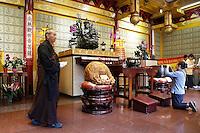 Nederland  Amsterdam  2016. Boeddhadag in Amsterdam. Viering van de geboorte van Boeddha. Monnik in de Chinese F.G.S He Hua Temple op de Zeedijk. Foto Berlinda van Dam / Hollandse Hoogte