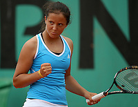 Laura Robson (GBR) (1) against Karina Pimkina (RUS) in the first round of the Girl's Singles. Robson beat Pimkina 2-6 6-3 6-3..Tennis - French Open - Day 9 - Mon1st June 2009 - Roland Garros - Paris - France..Frey Images, Barry House, 20-22 Worple Road, London, SW19 4DH.Tel - +44 20 8947 0100.Cell - +44 7843 383 012