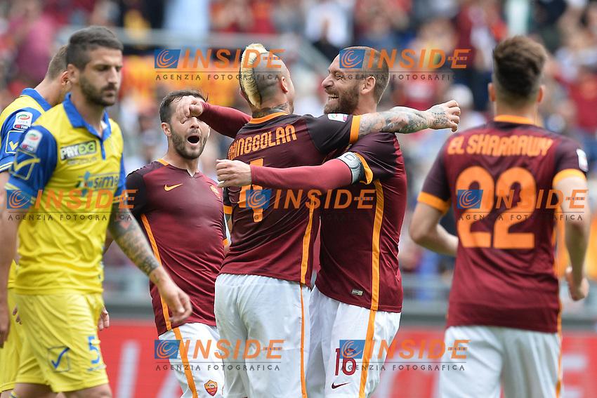 Esultanza dopo il gol di Radja Nainggolan Roma. Goal celebration.<br /> Roma 8-05-2016  Stadio Olimpico<br /> Campionato Serie A,<br /> AS Roma - Chievo<br /> Foto Antonietta Baldassarre / Insidefoto