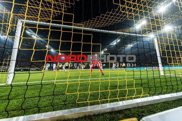 05.02.2019, Signal Iduna Park, Dortmund, GER, DFB-Pokal, Achtelfinale, Borussia Dortmund vs Werder Bremen<br /> <br /> DFB REGULATIONS PROHIBIT ANY USE OF PHOTOGRAPHS AS IMAGE SEQUENCES AND/OR QUASI-VIDEO.<br /> <br /> im Bild / picture shows<br /> Jiri Pavlenka (Werder Bremen #01) im Tor, <br /> <br /> aufgenommen mit remote / Hintertorkamera, <br /> <br /> Foto © nordphoto / Ewert