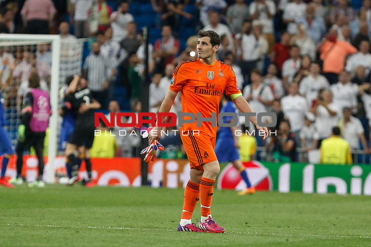 13.05.2015.2015, Santiago Bernab&eacute;u, Madrid, ESP, UEFA CL Halbfinale Rueckspiel 2014 / 2015,  Real Madrid vs Juventus Turin, im Bild  Real Madrid&acute;s goalkeeper Iker Casillas leaves the field after losing the Champions League semi final soccer <br /> Foto &copy; nordphoto