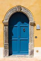 ITA, Italien, Sizilien, Liparischen Inseln, Insel Salina, Santa Marina Salina: blaue Haustuer | ITA, Italy, Sicily, Aeolian Islands or Lipari Islands, island Salina, Santa Marina Salina: blue door