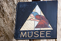 Europe/France/Midi-Pyrénées/46/Lot/Figeac: enseigne du Musée Champollion- rue des Fréres Champollion